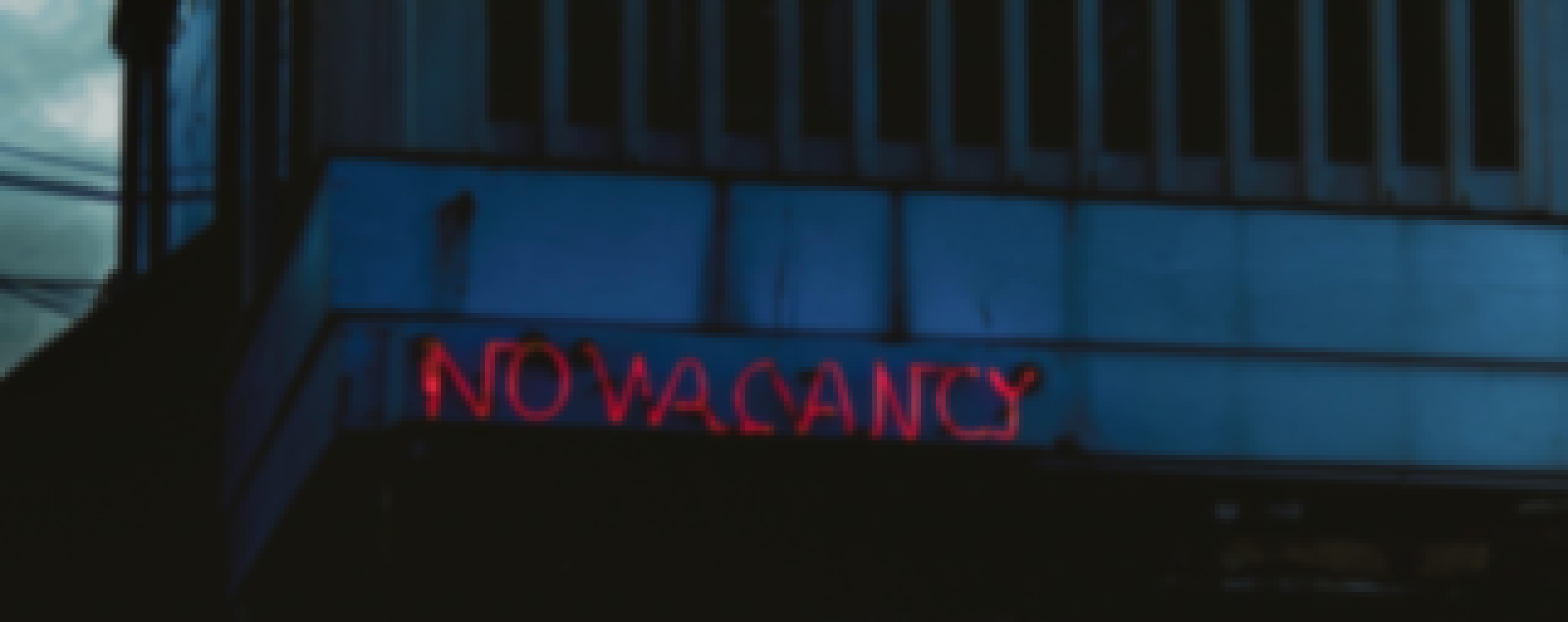 A no vacancy sign over a hotel building