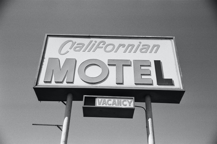 A motel displaying room vacancy sign